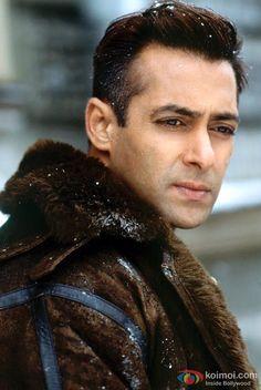 High Definition Salman Khan Wallpapers HD Images, HD Pictures Wallpapers Of Salman Khan Wallpapers) Salman Khan Wallpapers, Shearling Jacket, Mink Jacket, Fur Coat, Movie Teaser, Mens Fur, Images Wallpaper, Grown Man, Free Hd Wallpapers
