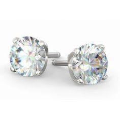 Les boucles d'oreilles diamants 4 griffes sont un grand classique de la Joaillerie Française. Les diamants sont montés sur des griffes légères et sécurisées permettant aux diamants de briller de tout leur éclat. Notre mode de fabrication dans le plus pur respect de la tradition permet d'avoir le bijou bien collé à l'oreille de manière à ce qu'il ne tombe pas. Le système de fermoir ALPA (fabriqué et disponible uniquement en France) de haute technicité garanti une sécurité d'utilisation… Halo, Respect, Belly Button Rings, Stud Earrings, France, Jewelry, Budget, Everything, Stud Nails
