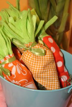 Cute carrot party favors at a Easter Party #easter #partyfavors