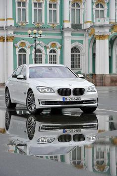BMW 7 series! looks just like my moms!