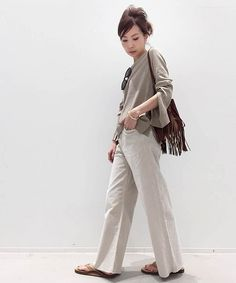 L'Appartement DEUXIEME CLASSE(アパルトモン ドゥーズィエム クラス)公式コーディネートスナップ、BUYER.YおすすめのTHE CORDS&CO WIDE CORDUROY DENIM。着用アイテムはオンラインでご購入いただけます。全品送料無料、最短翌日お届け、通常3%ポイント還元。 Pants Outfit, Casual Chic, Runway, Normcore, Japan, Hair Styles, Outfits, Clothes, Color