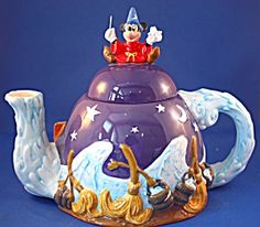 Teapots - Porcelain and pottery Teapot Cookies, Cute Teapot, Teapots Unique, Ideas Prácticas, Pottery Teapots, Disney Mugs, Disney Kitchen, Teapots And Cups, Mad Hatter Tea