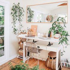 ✨🌿🧡 Cutest Boho Home Office 🧡🌿✨ . ✨🌿🧡 Cutest Boho Home Office 🧡🌿✨ . Home Office Space, Home Office Design, Home Office Decor, Office Ideas, Tiny Office, Small Home Design, Cottage Office, Small Office Decor, Apartment Office