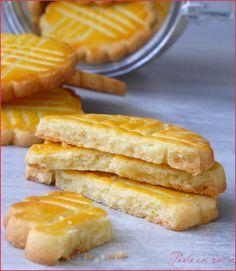 Galette bretonne ou biscuit breton Plus Desserts With Biscuits, Köstliche Desserts, Delicious Desserts, Galletas Cookies, Cupcake Cookies, Cupcakes, Baking Recipes, Snack Recipes, Dessert Recipes