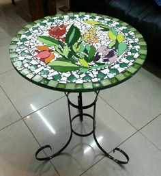 The green glass and opaque green glass is beautiful Tile Patio Table, Mosaic Outdoor Table, Mosaic Tile Table, Outdoor Table Tops, Mosaic Birdbath, Tile Tables, Mosaic Art, Mosaic Glass, Stained Glass Patterns