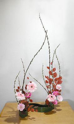 ikebana Creative Flower Arrangements, Ikebana Flower Arrangement, Ikebana Arrangements, Floral Arrangements, Flower Show, Flower Art, Ikebana Sogetsu, Japanese Flowers, Arte Floral
