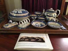 Blue Chinaware, Decorative Boxes, Blue And White, Collections, Tableware, Vintage, Dinnerware, Tablewares, Vintage Comics