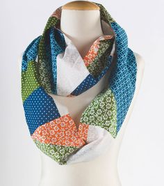 We're ready to try this different take on the infinity scarf with a patchwork design :) #sewjoann
