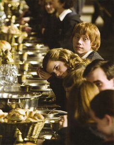 Uploaded by harry potter. Find images and videos about harry potter, emma watson and hogwarts on We Heart It - the app to get lost in what you love. Harry Potter Pictures, Harry Potter Love, Harry Potter Characters, Harry Potter World, Harry Potter Friends, Harry Potter Stories, Hogwarts, Harry E Gina, Fans D'harry Potter