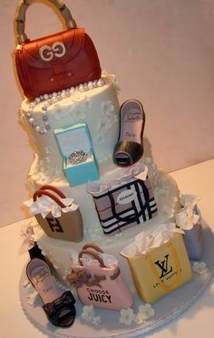 Check out these amazing Handbag and Purse Birthday Cake Pictures! You'll find instructions, ideas and how-to tips to make the best Birthday Cake! Pretty Cakes, Beautiful Cakes, Amazing Cakes, Crazy Cakes, Fancy Cakes, Unique Cakes, Creative Cakes, Fondant Cakes, Cupcake Cakes