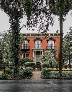"""@zioandsons """"If these walls could talk: Savannah's infamous Mercer-Williams House became a household name after the release of John Berendt's 1994 novel Midnight in the Garden of Good and Evil. """" @visitsavannah"""