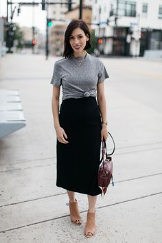 The Trick For Stretching Summer Dresses Into Fall petite maternity outfits-fall maternity Maternity Work Clothes, Fall Maternity Outfits, Summer Maternity Fashion, Spring Maternity, Maternity Wear, Fall Outfits, Summer Outfits, Summer Dresses, Maternity Skirts