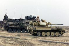 Irak 2003 : a British Army FV-107 Scimitar armored reconnaissance vehicle alongside a United States Marine Corps AAV-7.