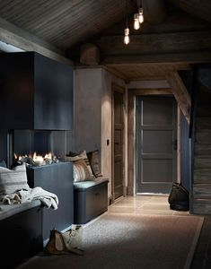 〚 Modern chalet with moody dark interiors in Norway 〛 ◾ Photos ◾Ideas◾ Design Dark Interiors, Cottage Interiors, Modern Rustic Interiors, Colorful Interiors, Pastel Interior, Luxury Interior, Natural Interior, Nordic Interior, Interior Paint