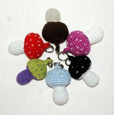 liebevoll handgearbeiteter Schlüsselanhänger Pilz    Du erhälst 1 Pilz nach Wahl. Gerne fertige ich auf Dich Deinen persönlichen Pilz in Farben Dei...