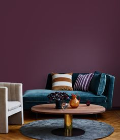 Denne farve skal du male dine vægge i 2019 Exterior Design, Interior And Exterior, Dark Lounge, Living Room Decor Purple, Colour Architecture, Trendy Colors, Black House, Elle Decor, Settee
