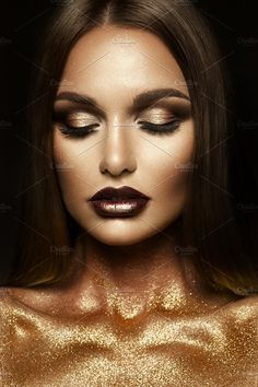 Beautyful girl with gold glitter on her face Photos Beautyful girl with gold glitter on her face and body by korabkova Beauty Photography, Glitter Photography, Photoshoot Themes, Photoshoot Makeup, Glitter Fotografie, Glitter Photo Shoots, Glitter Makeup Looks, Make Up Gold, Gold Face
