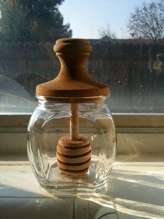 Beehive Honey Jars that We Love Cool Kitchen Gadgets, Kitchen Items, Cool Kitchens, Kitchen Decor, Honey Bottles, Honey Jars, Honey Packaging, Vintage Packaging, Vintage Jars