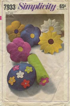 Vintage Sewing Pattern for Set of Flower Pillows | Simplicity 7933 | Year 1968 | One Size