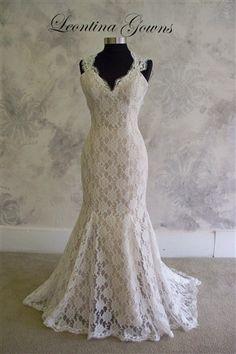 Keyhole back lace wedding dress - Etsy