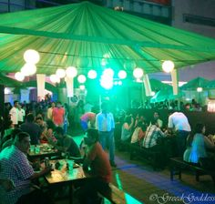 This weekend saw a great Pop up event at High Street Phoenix celebrating the Irish festival St. Patricks Day! Quirky Pop ups, Food stalls, a live band, Irish parade and of course a variety of Beers made the event an attraction for the crowd. The bright green Decor added to the Festive look.  #StPatricksDay #Mumbai #FunWeekends