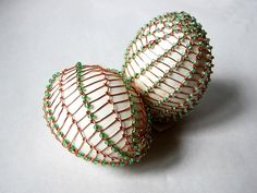 Velikonoční drátovaná vajíčka | Korálky.stoklasa.cz Egg Decorating, Easter Eggs, Dream Catcher, Ornaments, Gardening, Wire, Art, Haha, Eggs