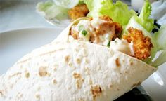Recipe of KFC Twister By Chef Shireen anwer, its very mouth watering recipe with an incredibly & yummy taste. Copycat Recipes, Gourmet Recipes, Cooking Recipes, Savoury Recipes, Pizza Recipes, Wrap Recipes, Indian Food Recipes, Shireen Anwar Recipes