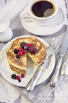Pancakes cu cocos Edith's Kitchen, Coconut Flour Pancakes, Paleo, Keto, French Toast, Food And Drink, Low Carb, Gluten Free, Breakfast