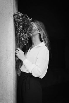 Flowers and people are both things that look so pretty in photography and art…