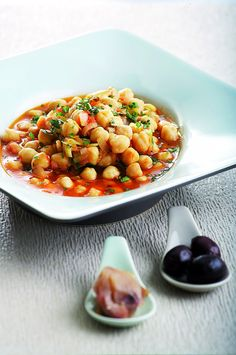 Chickpeas with leek and tomato - www. Greek Recipes, Vegan Recipes, Snack Recipes, Cooking Recipes, Snacks, Grain Foods, Main Meals, Chana Masala, Food To Make