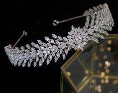Pretty Necklaces, Cute Jewelry, Hair Jewelry, Jewlery, Bridal Crown, Bridal Tiara, Bridal Jewelry Vintage, Wedding Jewelry, Crystal Wedding