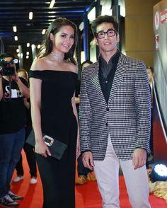 สวัสดียามเย็นคะ ...🤘💕💑😔❤#nadechyaya #nadech #urassayas#by_barry_yaya #nyfc Thai Princess, Sweet Couple, Dramas, Crown, Asian, Blazer, Lifestyle, Wallpaper, Couples