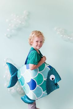 learn how to make this adorable and simple DIY fish costume for all your sea loving kiddos this year! Halloween costumes have never been cuter! Fish Costume Kids, Diy Shark Costume, Shark Costumes, Fish Fancy Dress, Fancy Dress For Kids, Kids Dress Up, Purim Costumes, Family Halloween Costumes, Couple Halloween