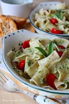 pensieri e pasticci: Pasta al pesto di salvia e pomodorini freschi