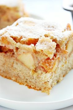 Cinnamon Apple Cake Recipe – Crunchy Creamy Sweet Cinnamon Apple Cake Recipe – soft and fluffy cinnamon cake with a layer of spiced brown sugar apples cooked in a skillet. You can use any apples you want to make this delicious dessert! Apple Cake Recipes, Apple Desserts, Köstliche Desserts, Chocolate Recipes, Delicious Desserts, Dessert Recipes, Desserts With Apples, Apple Sheet Cake Recipe, Apple Cakes