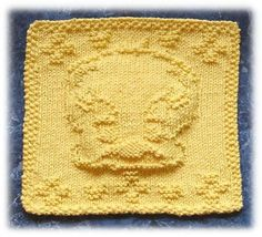 Dishclothes and washcloths can be a fairly simple and rewarding knitting project. Here are a selection of free knitting patterns for dishclothes and washcloths for beginner and advanced knitters. Knitting Squares, Dishcloth Knitting Patterns, Crochet Dishcloths, Loom Knitting, Knitting Stitches, Knit Patterns, Free Knitting, Knitted Washcloths, Knitted Blankets