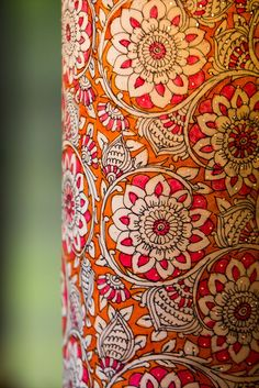 Kerala Mural Painting, Indian Art Paintings, Madhubani Art, Madhubani Painting, Painting Lamp Shades, Fabric Painting, Bottle Painting, Bottle Art, Kalamkari Painting