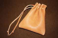 Sven's Haithabureise: Rekonstruktion des Lederbeutels aus Haithabu (reconstruction of leather pouch from Hedeby).