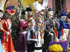 Imagen de http://blog.minube.com/wp-content/uploads/2012/10/tianguis-del-dia-de-los-muertos-en-el-palacio-nacional_488003-e1351685580771.jpeg.