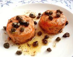 Medalhão de salmão com alcaparras e endro na manteiga