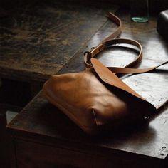 ミニショルダー  #leather#革#しぶさん工房#小物#cuoio#革細工#革小物#皮革#作家#手仕事#暮らし#ハンドメイド#レザー#Handmade#モノづくり#ものづくり#日々#てづくり#雑貨#クラフト by creacuo