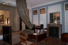 Mobiliario de la habitación que habitó el general San Martín en Boulogne-Sur-Mer. La modestia de un grande en los últimos años de vida.