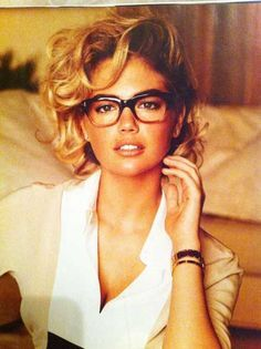 Kate Upton short curly hairstyle