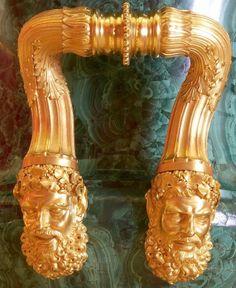 Imperial Peterhof Lapidary Factory (1721-1933) - Malachite vase