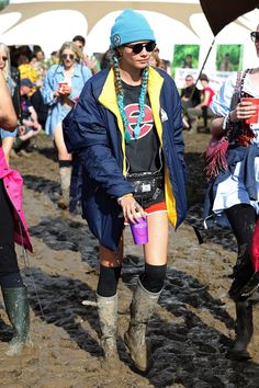 Glastonbury 2016: Celebrity Photos And Festival Fashion (Vogue.co.uk)