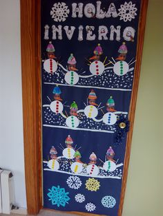 puertas invierno - Buscar con Google Christmas Door, Christmas Crafts, Christmas Decorations, Holiday Decor, Winter Bulletin Boards, School Art Projects, Classroom Door, Summer Crafts, Preschool Crafts