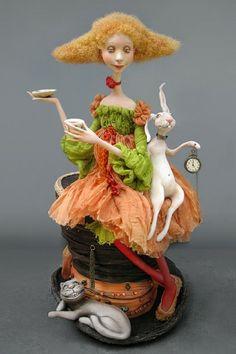 Alice in Wonderland by Victoria Minenko. Russian site.