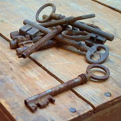 old keys by winbo Antique Keys, Vintage Keys, French Vintage, Under Lock And Key, Key Lock, Door Knobs And Knockers, Old Keys, Key To My Heart, Old Things