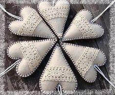 Vianočné srdiečka - Christmas Hearts Make these as Christmas ornaments and gifts Christmas Hearts, Christmas Sewing, Christmas Decorations, Christmas Ornaments, Throw Pillows, How To Make, Gifts, Diy, Xmas