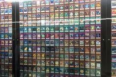 """Estação de metrô japonesa expõe todas as cartas já lançadas de """"Yu-Gi-Oh!"""""""